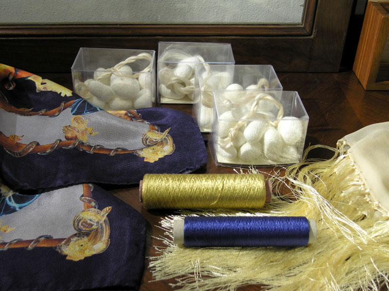 High quality silk products + silk yarns in the Museo Didattico della Seta in Como