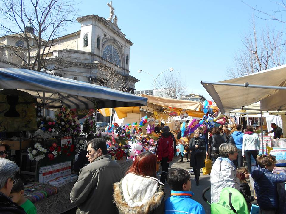 Easter market Fiera del Giovedi Santo in Como on Lake Como
