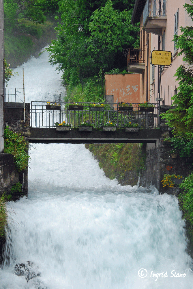 The milk flow Fiumelatte on Lake Como is only 250 meters long