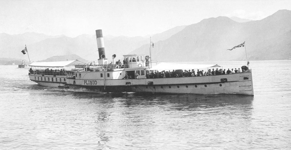 Der Raddampfer Plinio in den 1920er Jahren auf großer Fahrt am Comer See