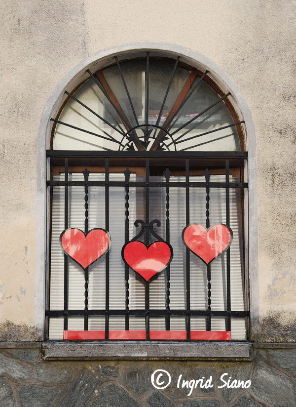 Symbols of love for Valentine's Day on Lake Como