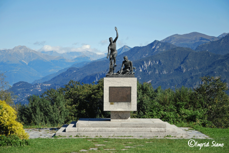 The sculpture Victory and Defeat_Malgrate Lake Como