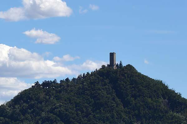 Blick auf das Castello Baradello oberhalb von Como am Comer See