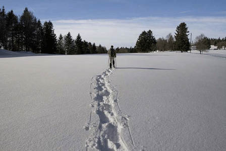 Snowshoe hikes in the hills around Lake Como