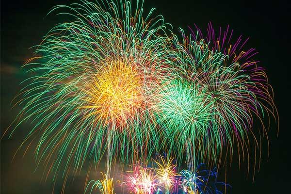 Feuerwerk zur 75° Parade von Gravedona ed Uniti am Comer See 2020